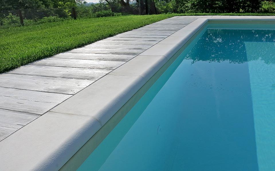 Autentika bordo piscina roma in pietra ricostruita for Piscina roma